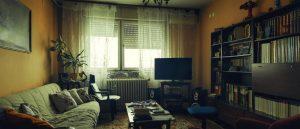Hässliches Wohnzimmer statt ordentliche Immobilienpräsentation