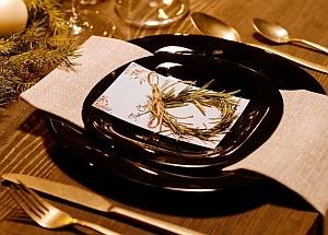 Schwarz-goldene Tischkultur – gemütlich und elegant